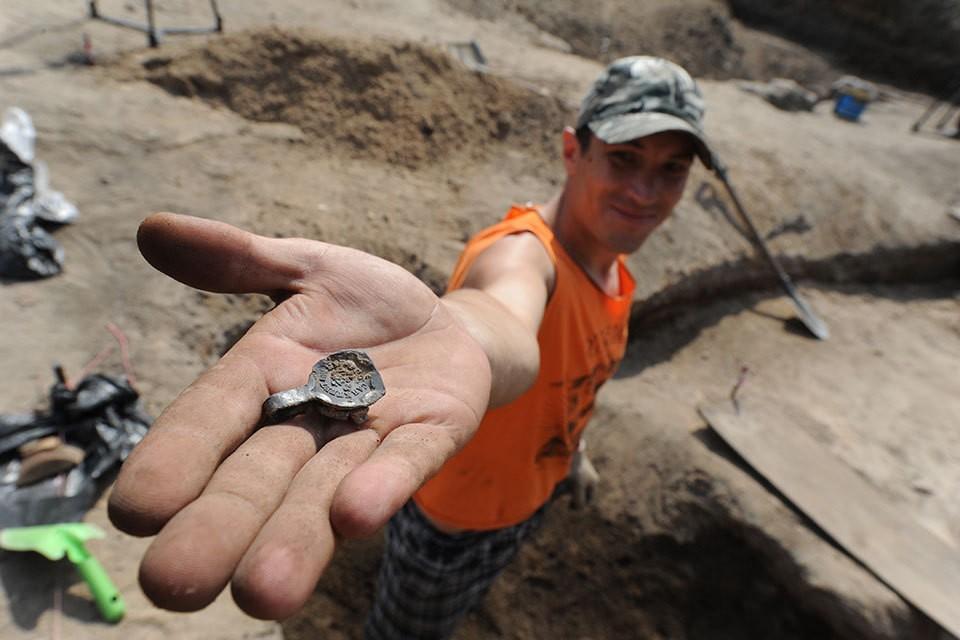 На каникулах или в отпуске можно не только отдохнуть, но сделать археологические находки