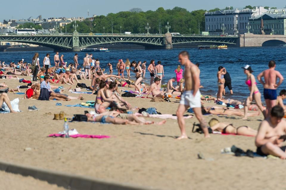 Этим летом петербуржцы купались на свой страх и риск: ни один из водоемов не был официально назван безопасным.