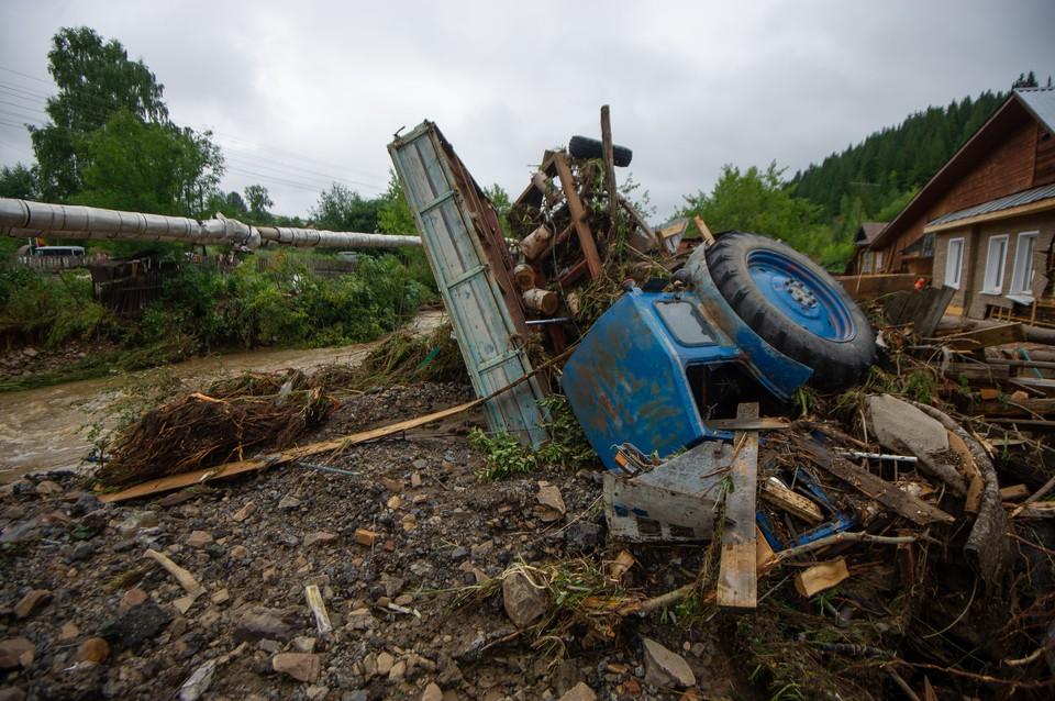 Утром во дворе фермы селяне обнаружили пропажу трактора.