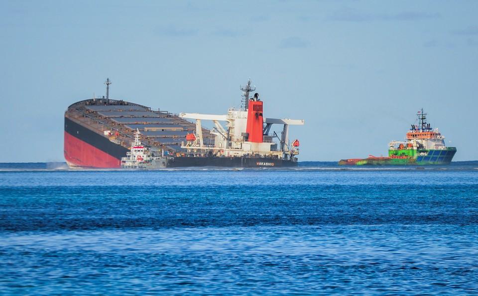 Японский траулер «Вакашио» сел на мель у берегов Маврикия
