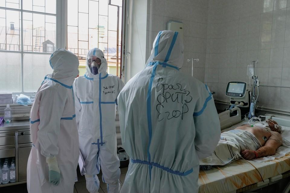 От коронавируса умерло уже 111 человек, если верить официальной статистике.