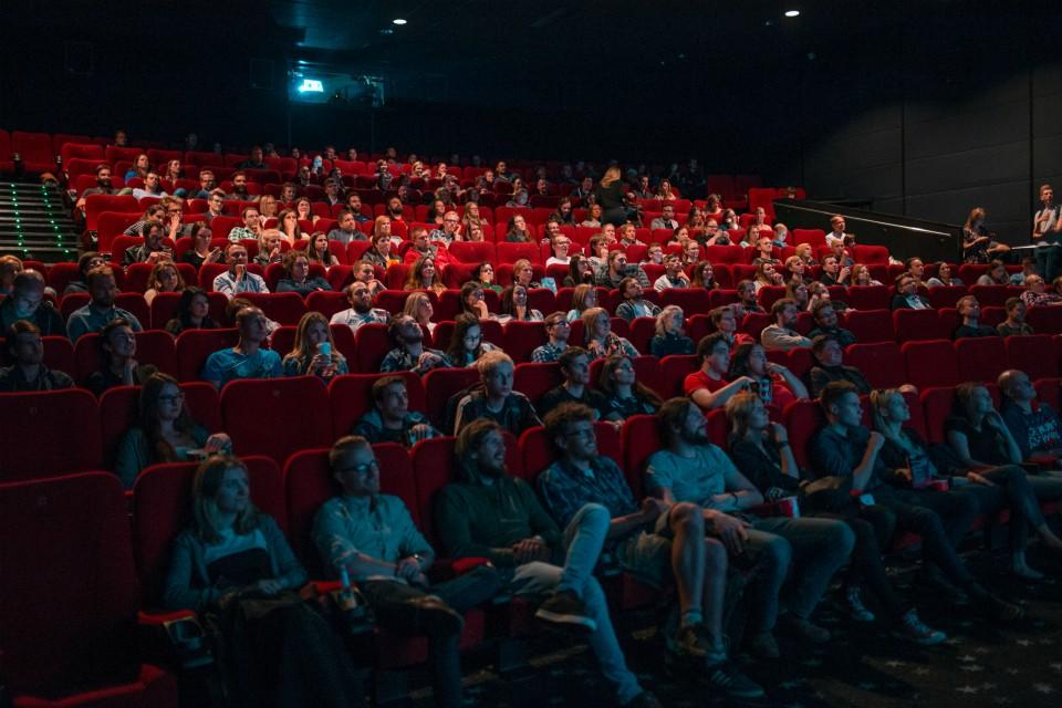 Кинотеатры заработают с 15 сентября. Фото: unsplash.com