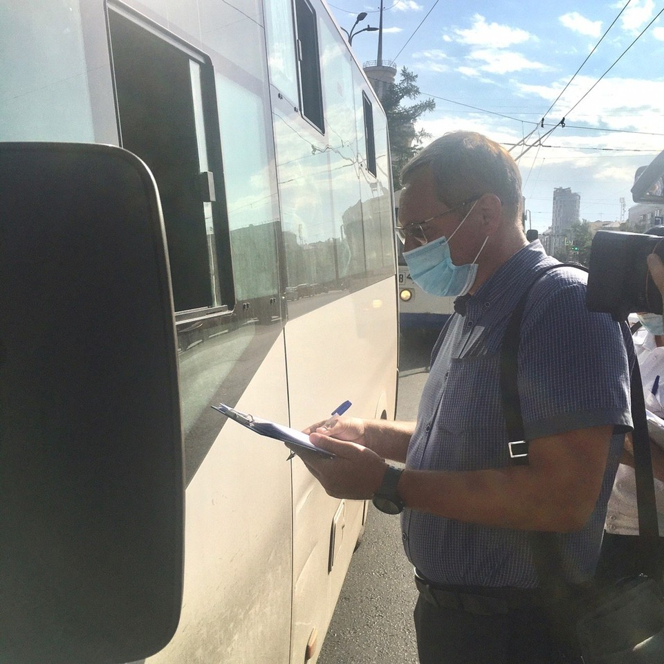 Во время рейдов составили 15 актов об административных нарушениях, большинство на водителей общественного транспорта. Фото: пресс-служба министерства региональной безопасности Омской области