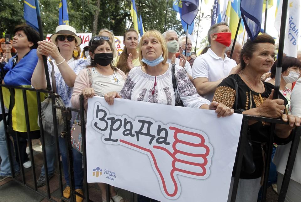 Украина пустая — старики помирают, а молодежь — в Европе на заработках