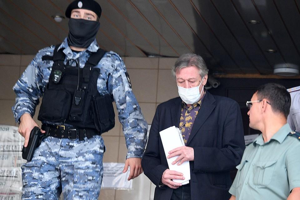 Продолжается суд над Михаилом Ефремовым