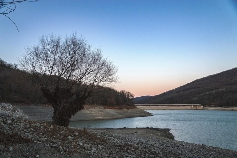 Засуха в трубах Новороссийска: в Неберджаевском водохранилище осталась 1/7 часть воды, а местные экологи составляют карту родников