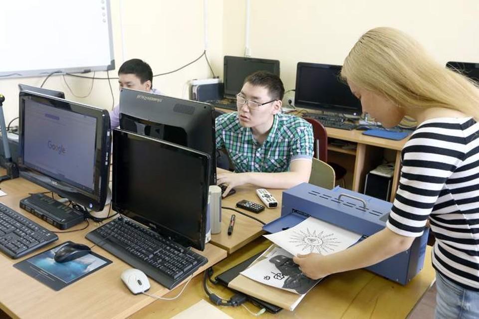 Пока многие вузы только-только внедряют инклюзивные технологии в свою работу, в Якутии особенные студенты наравне со всеми осваивают вузовские программы и живут активной университетской жизнью Фото: предоставлено ЯРАИСИС.