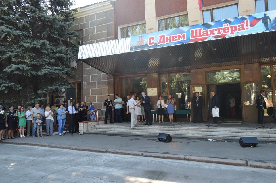 Почетные грамоты получили десятки горняков, благодаря которым Донбасс не удалось сломить украинской армии