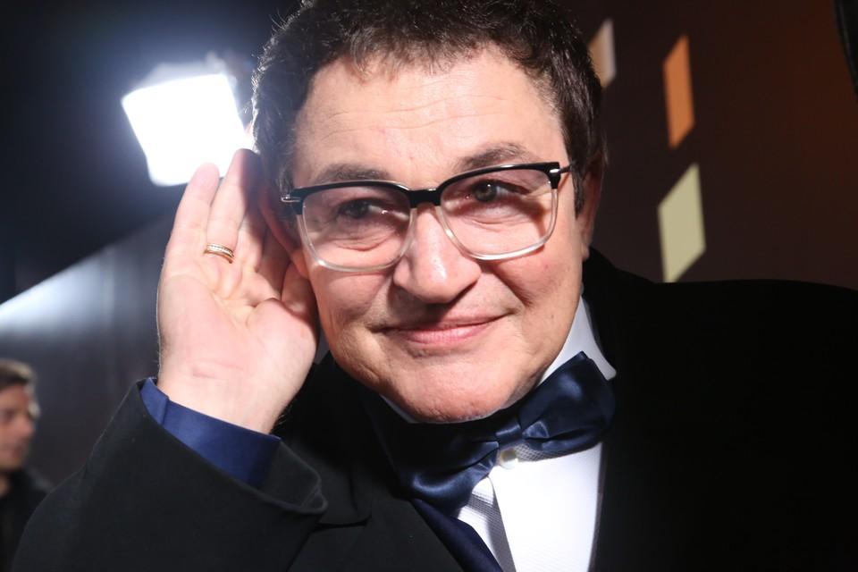 Известный ТВ-ведущий Дмитрий Дибров оканчивал школу №80.
