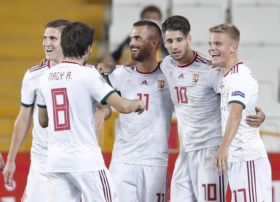Доминик Собослои (№10) отметился чудо-голом в матче Лиги Наций против Турции.
