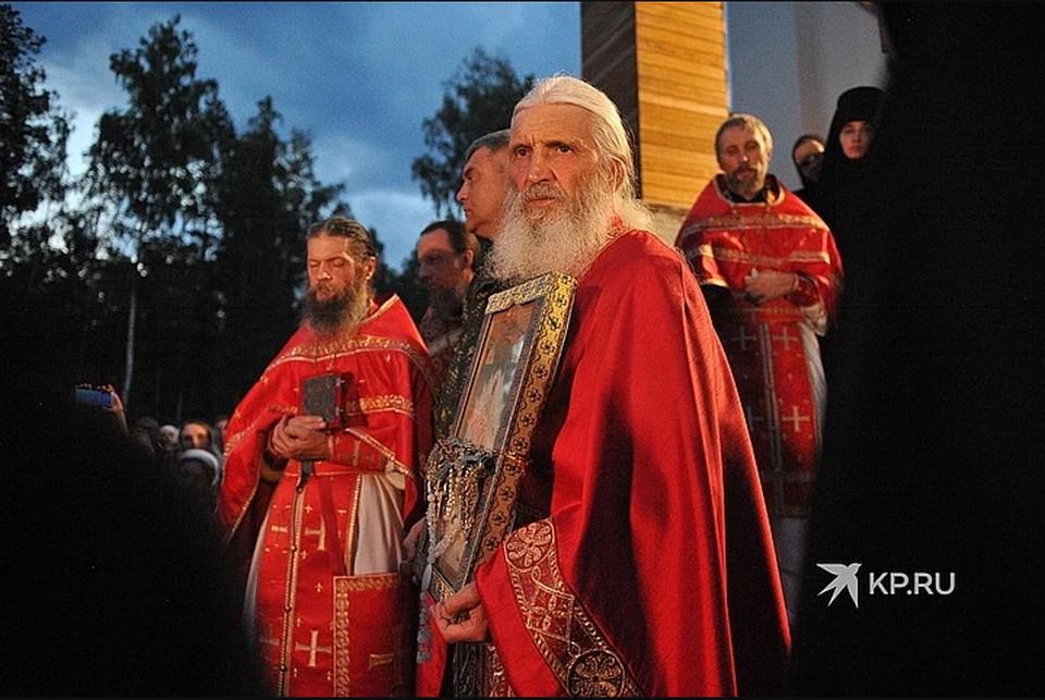 Опального схимонаха обвиняют в нарушении 28 правила святых апостолов, по которому священник, лишенный сана, но продолжающий служить, может быть полностью отлучен от церкви