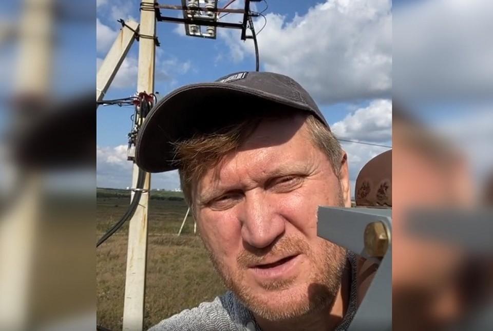 Андрей Рожков по образованию - электромонтер третьего разряда. Он учился в УПИ. Фото: скриншот с видео