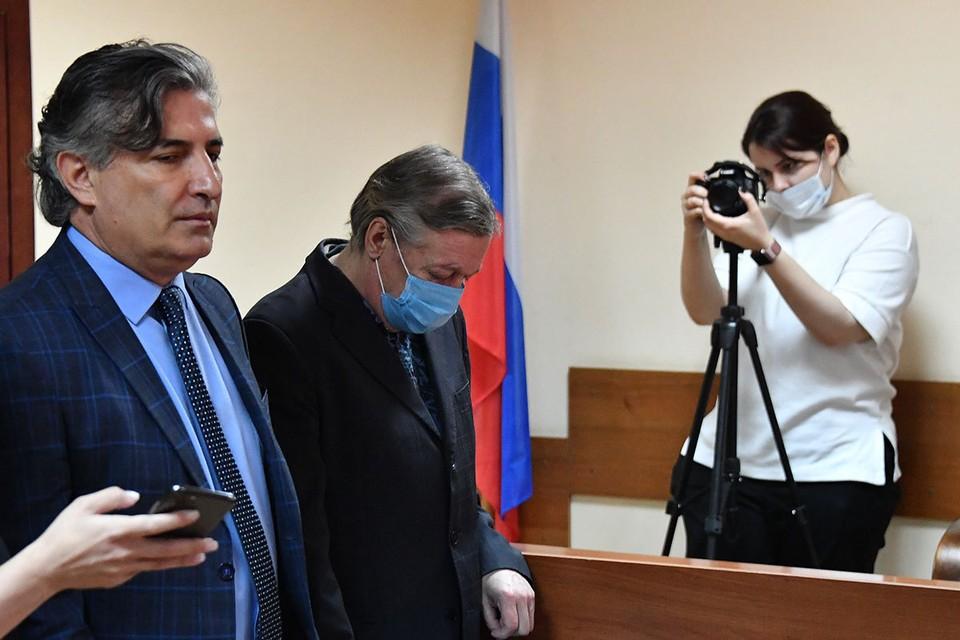 Михаила Ефремова признали виновным по делу о смертельном ДТП в центре Москвы.