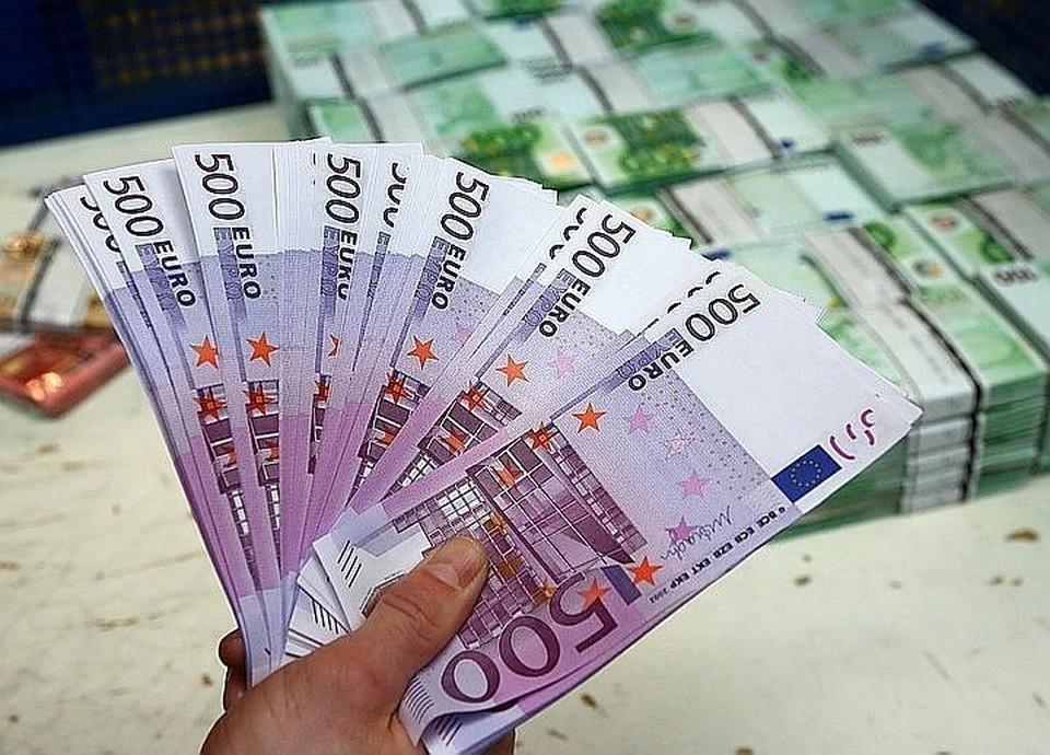 Экономист объяснил, почему евро начал сильно расти