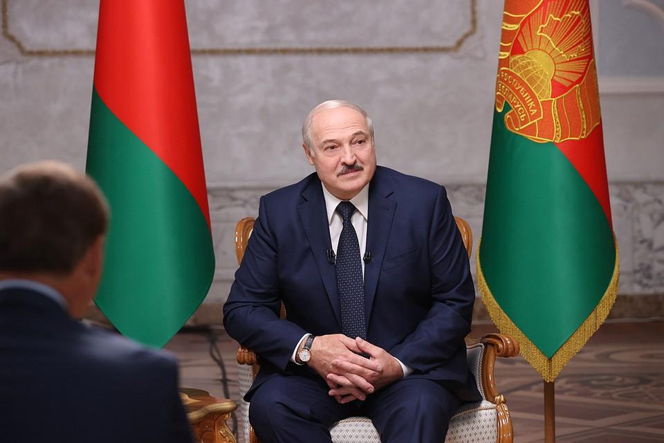 Александр Лукашенко вспомнил тот день, когда появился перед камерами с оружием