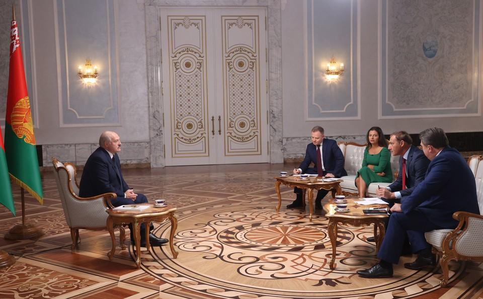 Президент Белоруссии Александр Лукашенко дал интервью российским журналистам в Минске Фото: NIKOLAI PETROV / BELTA POOL / ТАСС