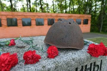 Житель Казахстана спустя 57 лет нашел могилу отца, защищавшего Ленинград