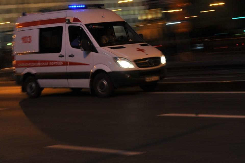 Водителя и троих пассажиров иномарки увезли в больницу.