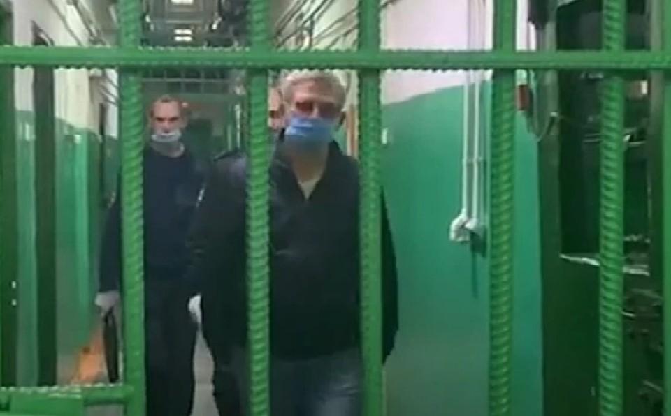 Глава района пытался скрыться от полиции Фото: стоп-кадр ГСу СК РФ по краю и РХ