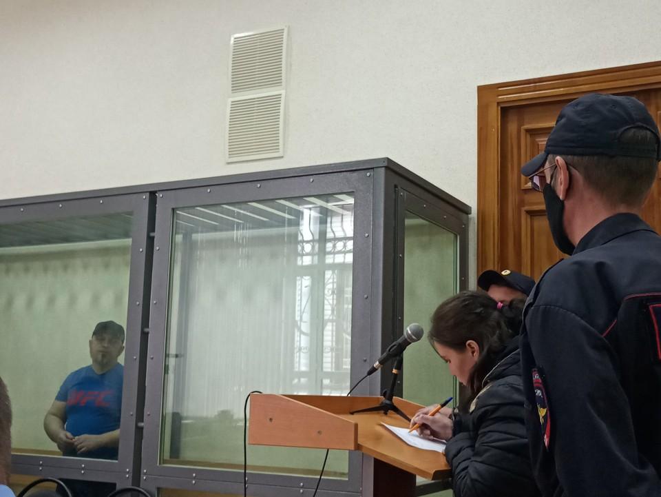 Пока Зинаида Проскурина давала показания, ее муж не сводил с нее глаз