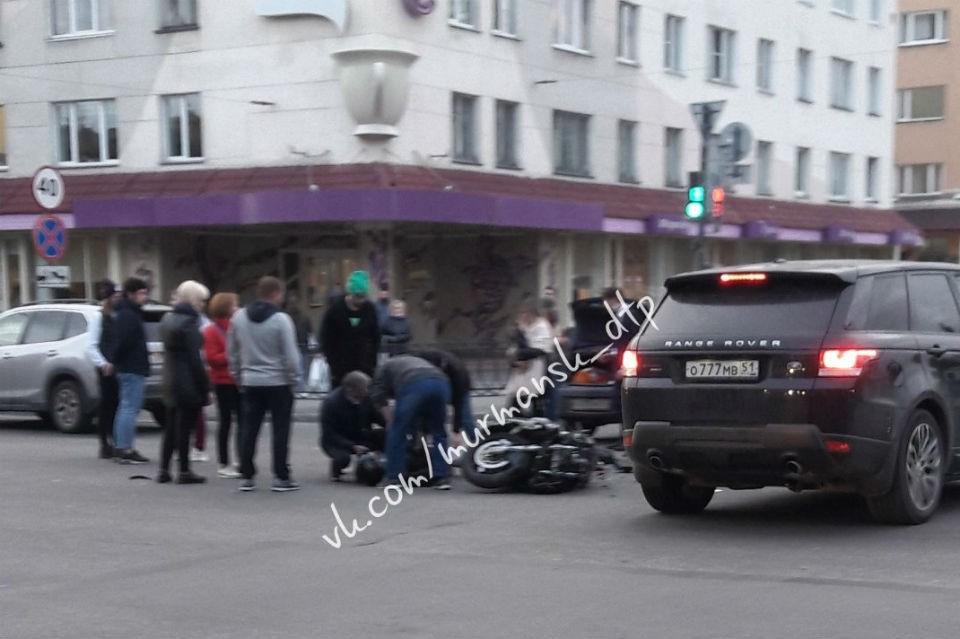 ДТП произошло на перекрестке у правительства Мурманской области. Фото: vk.com/murmansk_dtp