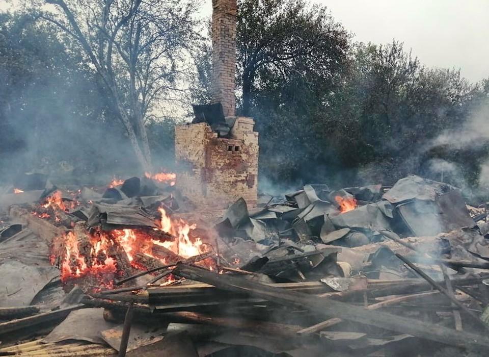 Под Смоленском гроза стала причиной сгоревшего дома и трех сараев