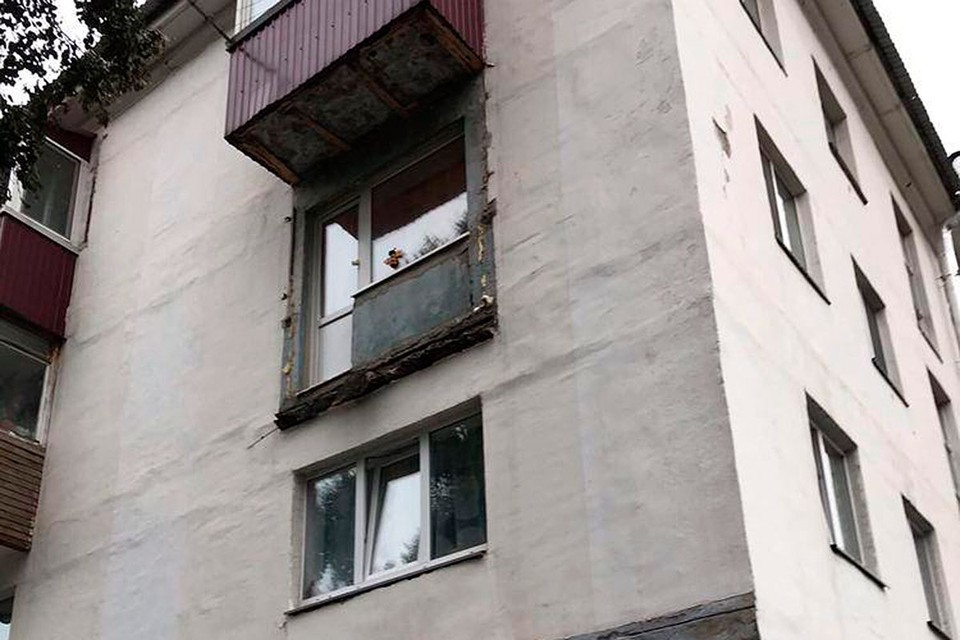 Балкон с двумя женщинами обвалился в Сахалинской области. Фото: предоставлено очевидцами