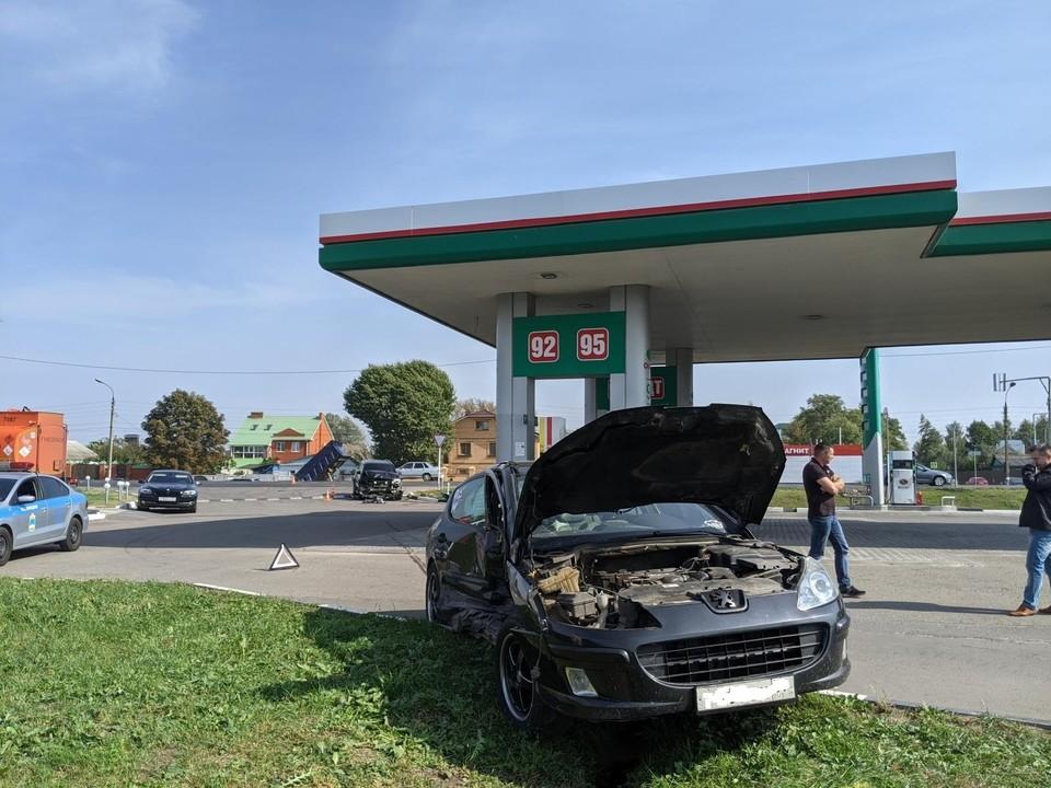 """В Орловской области водитель легкового автомобиля """"Пежо"""" пострадал в ДТП"""