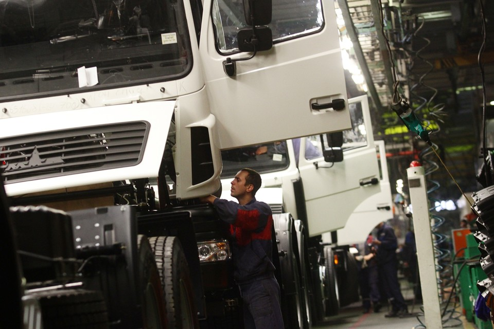 Разговоры о том, что после свержения власти в Минске Россия будет страдать без белорусских грузовиков и тракторов, смешны