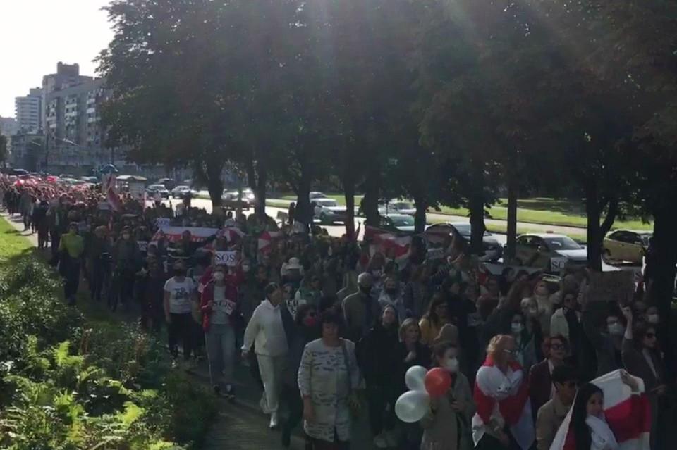 В Минске проходит несанкционированный «блестящий марш». Фото: кадр из видео