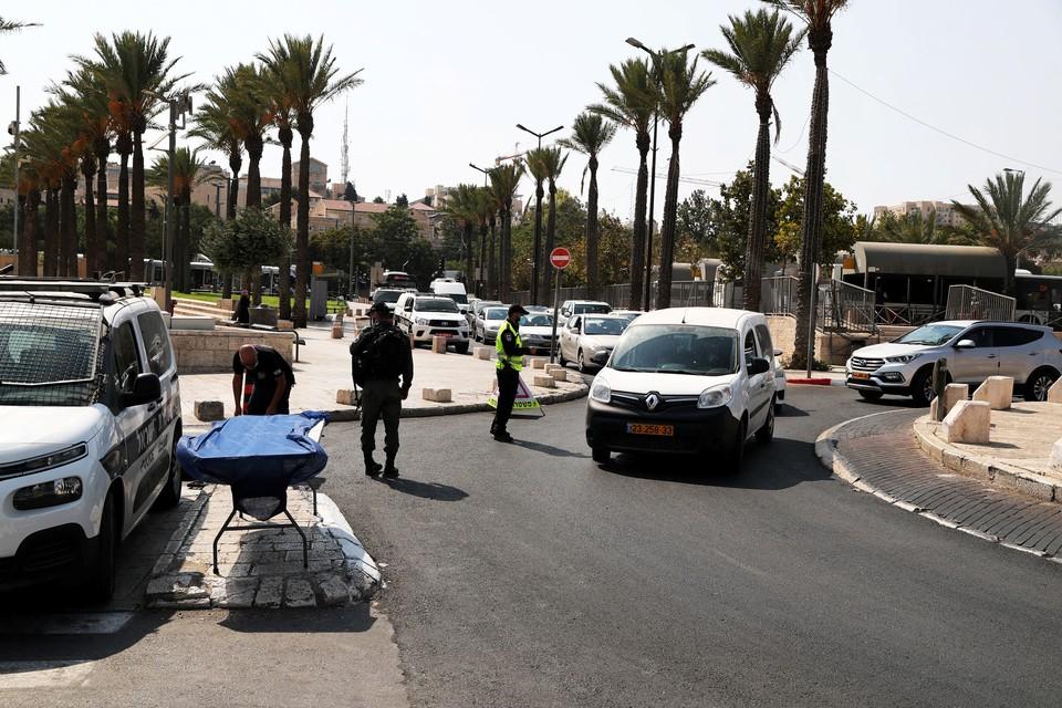 Израиль первым среди всех государств, борющихся с пандемией, повторно ввел карантин