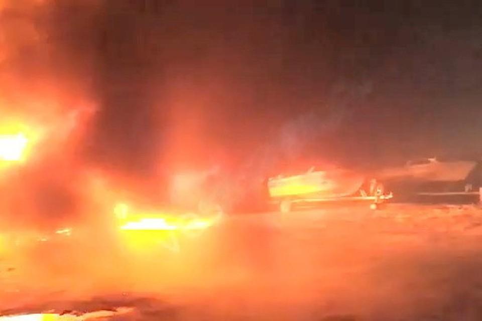 Стоянку катеров недалеко от поселка Посьет в Приморье подожгли неизвестные. Скриншот видео из социальных сетей