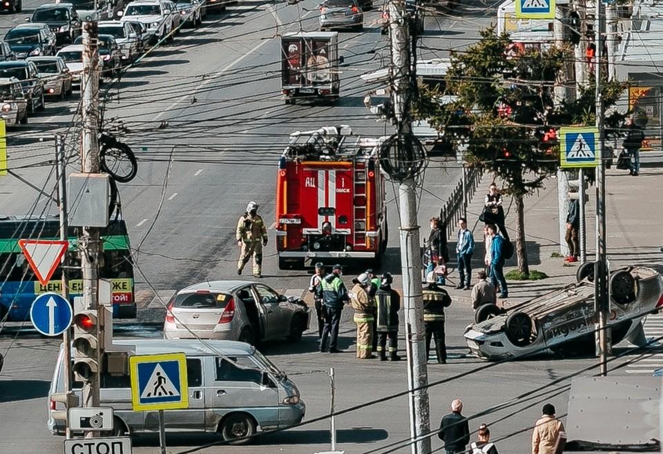 Очевидцы сообщают, что пострадавших нет.