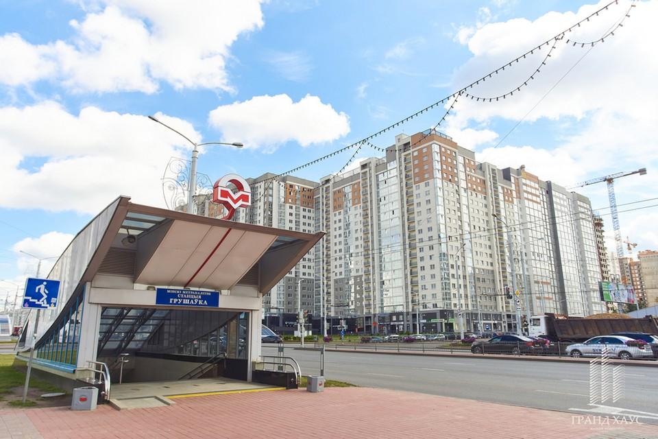 Комплекс располагается прямо у метро «Грушевка».