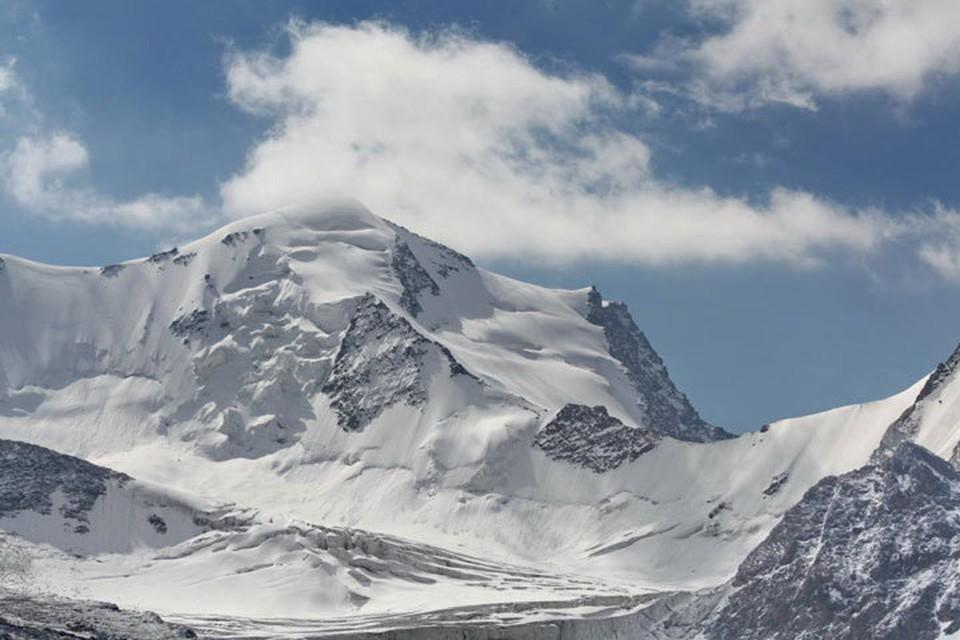 Ледники Кыргызстана тают с большой скоростью. Гляциологи связывают это негативное явление с глобальным потеплением.
