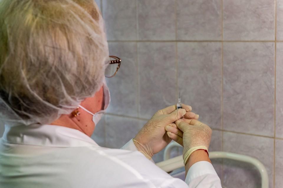 В Мурманскую область привезли вакцину от коронавируса.