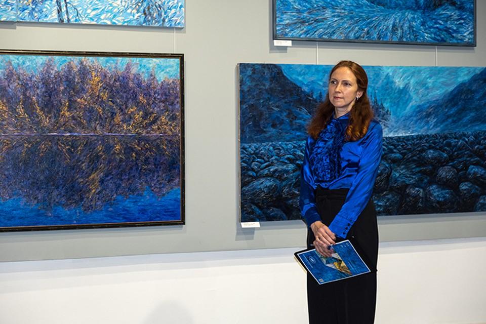 Выставка Анатолия Храброго посвящена его 60-летию и называется «АХ», и именно такие эмоции вызывают его работы. Фото: Эльвира ЛАБЕР