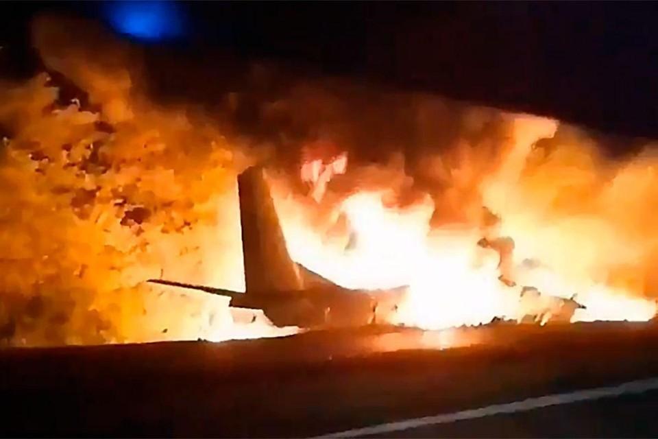 В Украине самолёт рухнул около проезжей части