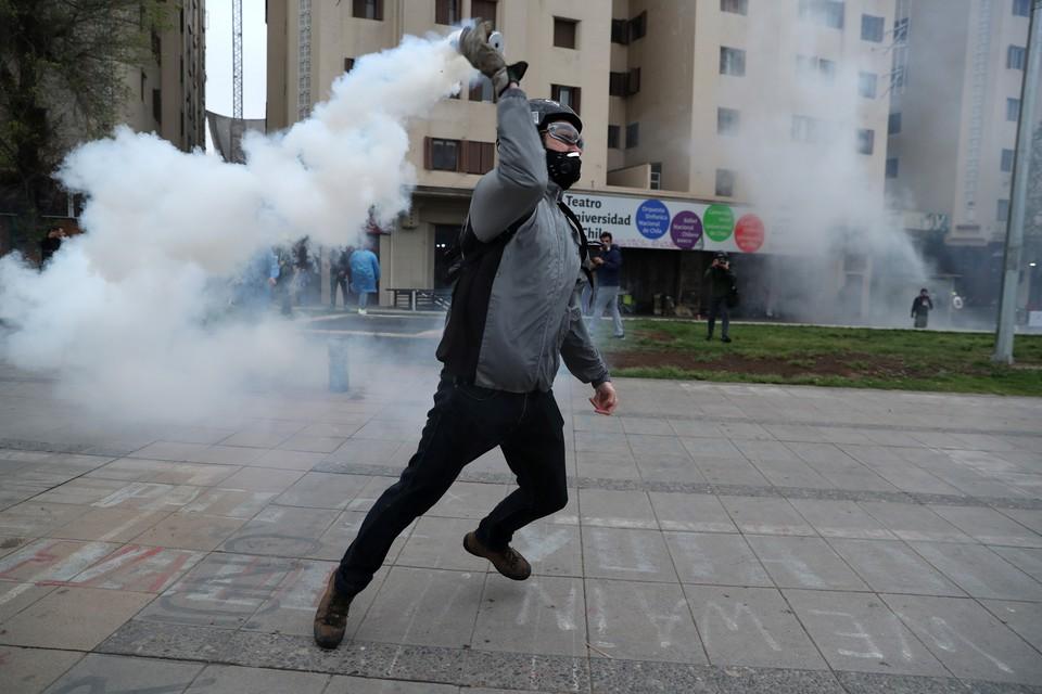 Ученые рассказали, является ли слезоточивый газ опасным оружием
