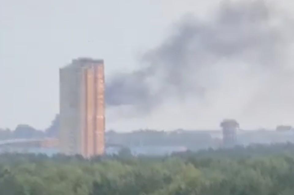 В пресс-службе МЧС Московской области опровергли информацию о взрывах на заводе в Люберцах. Фото: скриншот видео очевидцев