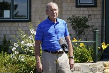 Хобби бывших мировых лидеров: Буш увлекается живописью, а Абэ поет народные песни