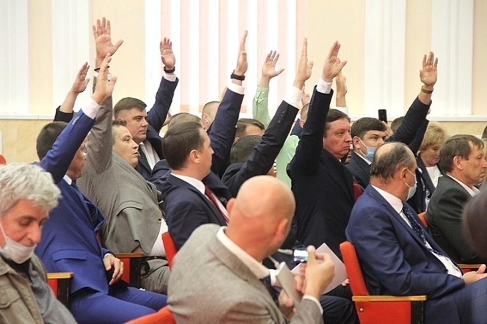 Во время заседания Новочебоксарской гордумы. Фото НГСД