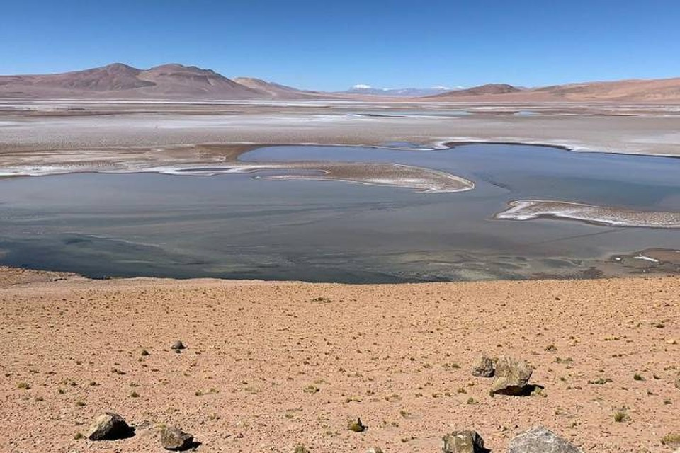 """Марсианское плато, по которому сейчас ездит ровер """"Любопытство"""", тоже когда-то было залито водой."""
