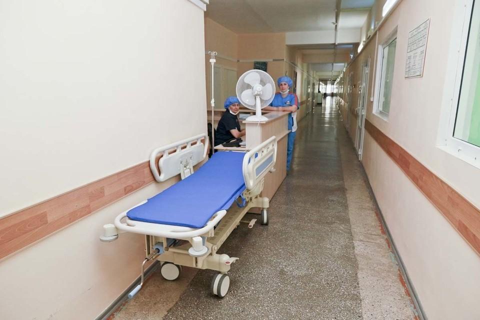 Больницу готовят к приему больных.