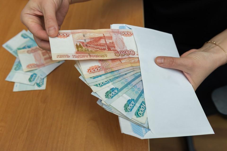 Больше восьми миллионов рублей выманили мошенники у двух петербурженок.