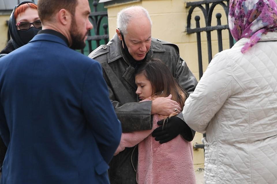 Сегодня, 29 сентября, на Пятницком кладбище проходят похороны 32-летней Софии Конкиной, дочки народного артиста, Владимира Конкина.