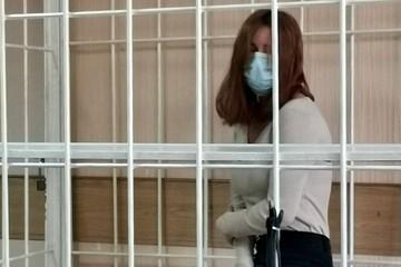 «Умоляла ее пойти сдаться»: красотку, ограбившую ювелирный салон на 5 миллионов, арестовали на два месяца