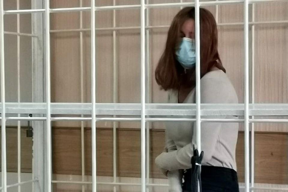 «Умоляла ее пойти сдаться»: красотку, обокравшую ювелирный салон на 5 миллионов, арестовали на два месяца