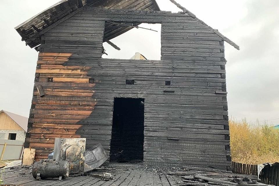 Сгоревший дом в дачном посёлке. Фото: СК РФ по Тюменской области