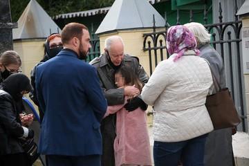 «Только не отдавайте дяде Мише!»: Внучка Конкина боится жениха погибшей мамы